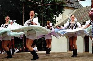 4 Vychodna Slovak dancers