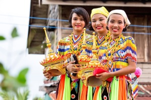 8 Traditional Thai Girls