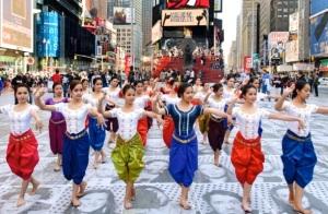 6 Dancers in Cambodia