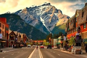 Banff-Avenue-GÇô-the-Heart-of-the-Beautiful-Town-in-Canada1
