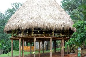 eco-lodge-for-overnight-tourist-panama-725x482