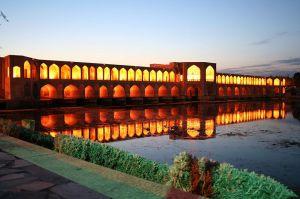 Khaju-Bridge-Gire-3pich2005-wikimedia-public-domain