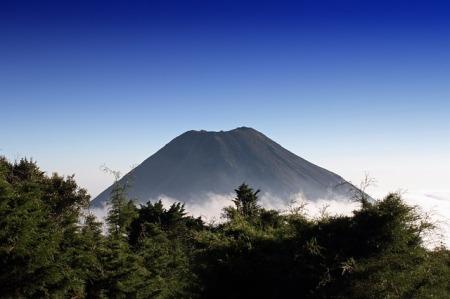 el-salvador-landscape-scenic-volcano-sky-clouds