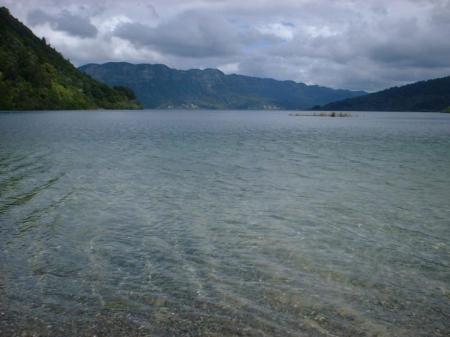 lake-waikaremoana-new-zealand-725x544