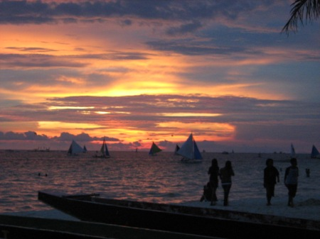 After_sunset_at_Boracay_beach,_Philippines