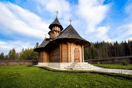 sihastria-monastery-putnei-bucovina-romania-3