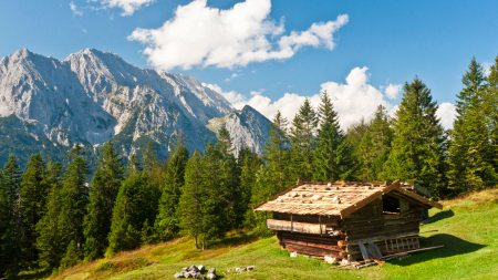 Shack in Bavarian Alps_Ultra HD