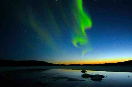 Northern-lights-over-Malmesjaur-Moskosel-Lapland-Sweden