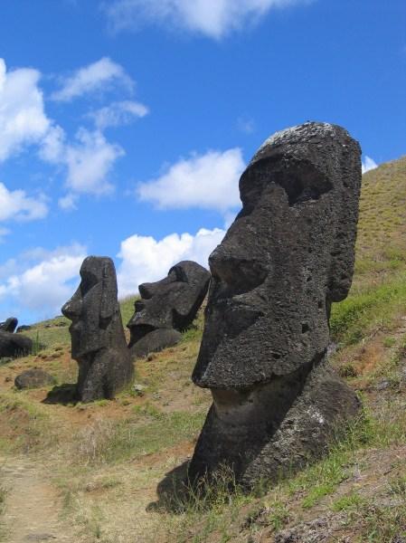 Moai_Rano_raraku