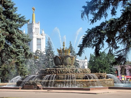 moscow-russia-fountain-water-sculpture-buildings