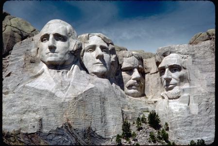 mount_rushmore_national_memorial_moru2006