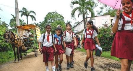 alumnos-de-primaria-de-una-escuela-rural-_ab-620x330