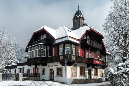 innsbruck-austria-winter-snow-ice-trees-building